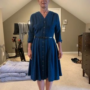 Dresses & Skirts - Beautiful vintage wool dress with belt and pockets